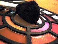 Makyaj Çantanızdaki Güzellik Sırları