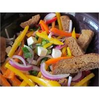 Köy Peynirli Renkli Biber Salatası