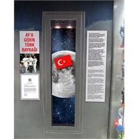 Ay'a Giden Türk Bayrağı Oyuncak Müzesi'nde...