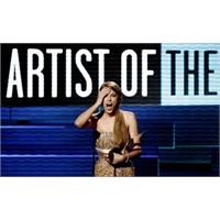 Yılın Sanatçısı Adele Değil, Taylor Swift!