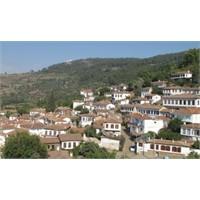 Şirince - Tepeye Saçılmış İnci Taneleri Köyü