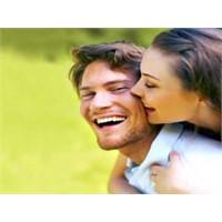 Kadınlar Hoşlandığında Nasıl Davranır?