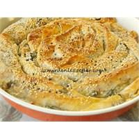 Ispanaklı Ve Peynirli Sarmal Börek