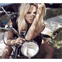 Natasha Poly Yolda! / Vogue İspanya