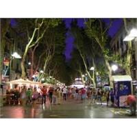 Barselona'nın İstikal Caddesi - La Ramblala Rambla