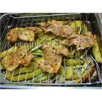 Marine Edilmiş Tavuk Ve Baharatlı Patates Fırında