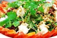Fıstıklı Keçi Peynirli Salata