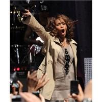 Whitney Houston Hayatını Kaybetti..