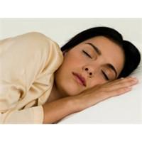 Güzellik Uykusu Gerçekten İşe Yarıyor