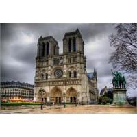Dünyanın En Ünlü Kamburunun Evi - Notre Dame !