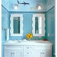 Banyolarda Mavi Ve Beyaz Esintisi