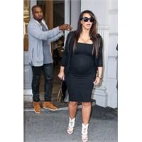 Kim Kardashian Siyah Elbiselere Sığındı