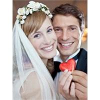 Evlilikte İki Kişinin Mutluluk Çabası
