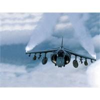 Uçaklar Arkalarında Neden Bulut Bırakıyorlar
