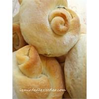 Otlu Ve Sarımsaklı Düğüm Ekmek