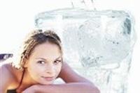 Yumuşak Ve Gergin Bir Yüz İçin Buzlu Gülsuyu
