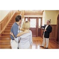 Ev Sahipleri Misafirlerine Nasıl Davranmalıdır