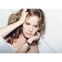 """Jennifer Jason Leigh """"Revenge"""" Kadrosunda"""