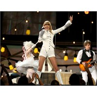 Taylor Swift Grammy 2013 Performansı