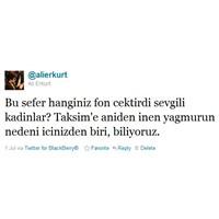 Taksim'de Bir Anda Ortaya Çıkan Şemsiyeciler