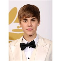 Justin Bieber 55. Grammy Ödülü'nü Haketti Mi ?
