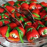 Peynirli Kırmızı Biber Salatası