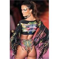 Bikini G-string Modası Yeniden Doğuyor