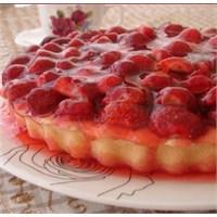 Pratik Çilek Jöleli Pasta (Resimli Analtım)