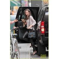 Miranda Kerr'in Deri Pantolonu!