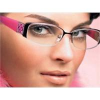 Gözlük Takanlar İçin Göz Makyajı Nasıl Yapılır