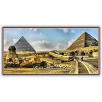 Mısır Piramitleri Ve İçerisinden Kareler