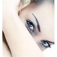 Güzel Gözler Ve Canlı Canlı Bakışlar