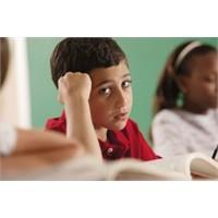 Kötü Karne Getiren Çocuğa Nasıl Davranılmalıdır