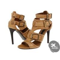 Ayakkabı Modasında Burberry Havası