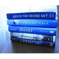 """Book Spine Poetry"" Etkinliği"