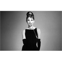 Şık, Sade, Asil: Modanın Vazgeçilmezi Siyah Elbise