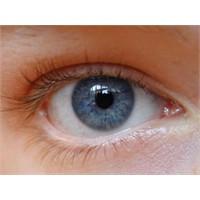 İşte 20 Saniyede Göz Rengini Değiştiren Doktor