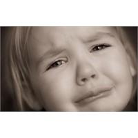 O Günün Ağlayan Küçük Kızı