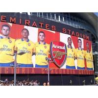 Arsenal'in Deplasman Forması Tanıtıldı