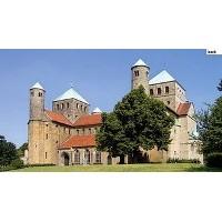 Hildesheim Katedrali Ve Bronz Kapi