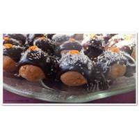 Elmalı Bisküvili Toplar .. Çikolata Soslu