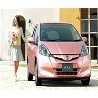 Kadına Özel Otomobil Kırışıklıkları Engelliyor
