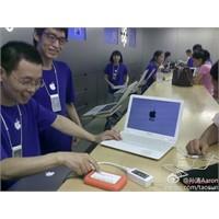 Bir Çinli Sahte Macbook Air'ını Tamir İçin