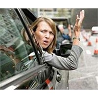 Kadın Sürücü Artık ' Bilimsel Beceriksiz'!
