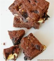Üç Renk Çikolatalı, Karamelli Nefis Kek