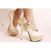 Platform Topuklu Ayakkabılarla Nasıl Yürünür?