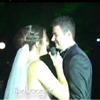 Romantik Gelin Düğününde Şarkı Söylüyor….