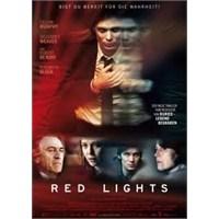 Red Lights : Medyum Kim?.