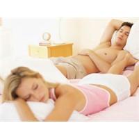 Evlilikte Birlikte Uyumak Zararlı Mı ?