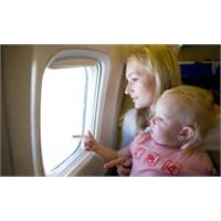Bebeğinizle Uçak Yolculuğu Öncesi Önemli Uyarılar